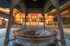 Sensoji寺庙在晚上 免版税库存图片