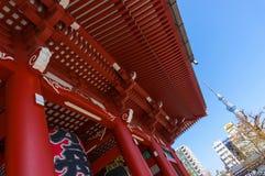 Sensoji寺庙浅草和东京天空树耸立 库存照片