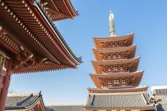 Sensoji (Asakusa) pagoda z jasnym niebieskim niebem Zdjęcie Royalty Free