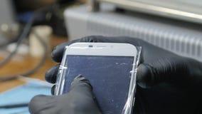 Sensor-Reparatur auf Smartphone stock video