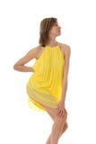 Sensueel meisje in een gele kleding Stock Foto