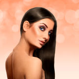 Sensueel volwassen Kaukasisch brunette met perfecte streight zwarte hai Royalty-vrije Stock Afbeelding