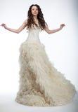 Sensuele bruid in weelderige witte huwelijks- kleding Stock Afbeeldingen