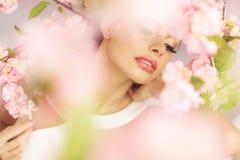 Sensuele lippen van de donkerbruine dame Stock Foto
