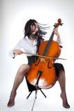 Sensuele meisje het spelen cello en het bewegen van haar haar Stock Afbeeldingen