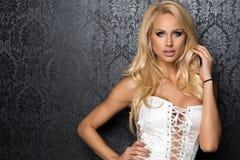 Sensuele mooie blondevrouw Royalty-vrije Stock Foto's