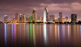 Sent - natt Coronado San Diego Bay Downtown City Skyline royaltyfria foton