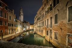 Sent - natt i Venedig royaltyfria bilder