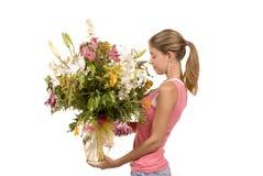Senta l'odore dei fiori Immagini Stock