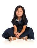 Sentada asiática del niño imagenes de archivo
