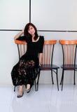 Sentada asiática hermosa de la mujer Imagen de archivo