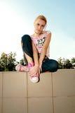 Sentada de la muchacha Foto de archivo libre de regalías