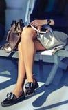Sentada de la mujer de negocios imagen de archivo