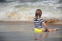 Sentada de la playa Imágenes de archivo libres de regalías