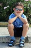 Sentada del niño fotografía de archivo libre de regalías