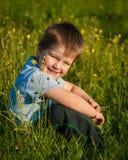 Sentada del niño pequeño Foto de archivo