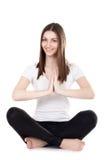 Sentada femenina de la yogui hermosa en la posición de loto Imagen de archivo