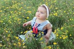 Sentada joven hermosa del bebé Foto de archivo libre de regalías
