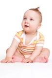 Sentada linda del bebé aislada. Foto de archivo libre de regalías