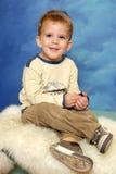 Sentada linda del niño Imagen de archivo libre de regalías