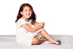Sentada linda hermosa de la muchacha Fotos de archivo libres de regalías