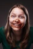 Sentada y risa adolescentes de la muchacha Imagen de archivo