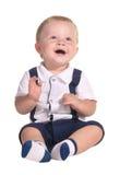 Sentada y sonrisa del bebé fotos de archivo