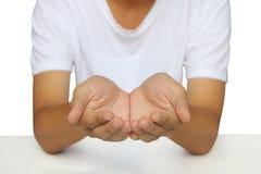 Sentando con abierto la palma de la mano aislada sobre el backg blanco Imagen de archivo libre de regalías
