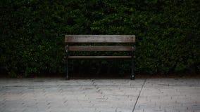 Sentar-se na paz é felicidade imagens de stock