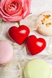 Sente e fondo del biglietto di S. Valentino dei dolci Fotografia Stock Libera da Diritti