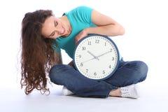 Sente a hora para baixo de relaxamento para a mulher feliz bonita Imagens de Stock