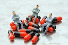 Sente-se em comprimidos Imagem de Stock Royalty Free