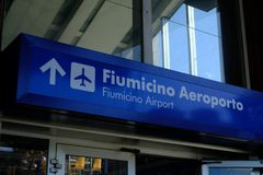 Sentido ao aeroporto de Fiumicino imagem de stock