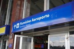 Sentido ao aeroporto de Fiumicino em Roma, Itália fotos de stock royalty free