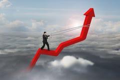 Sentido da seta de controle do homem de negócios da linha de tendência 3D vermelha Fotografia de Stock Royalty Free