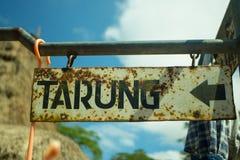 Sentido do Signage à vila tradicional de Tarung Imagem de Stock Royalty Free