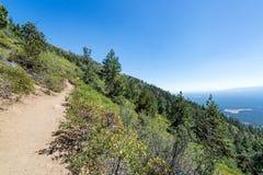 Sentier de randonnée et paysage photos stock