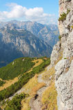 Sentier de randonnée rocheux dans les alpes autrichiennes Photos libres de droits