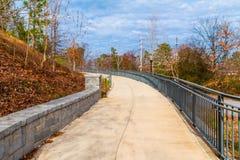 Sentier piéton à l'axe grand en parc de Piémont, Atlanta, Etats-Unis Photo libre de droits