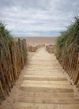Sentier piéton de Planked à la plage Photographie stock