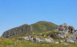 Sentier piéton du GR dans le massif central Image stock