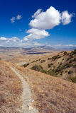 Sentier piéton en montagnes Photos stock