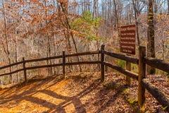 Sentier piéton et bosquet en parc d'état de canyon de Providence, la Géorgie, Etats-Unis Images stock