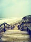 Sentier piéton isolé ou escalier en bois Photos libres de droits