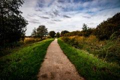 Sentier piéton public par la réserve naturelle images stock