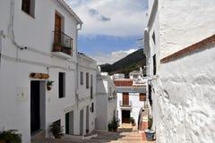 Sentiero per pedoni affascinante e ripido a Frigiliana, villaggio bianco spagnolo Andalusia Fotografie Stock Libere da Diritti