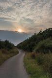 Sentiero per pedoni al tramonto fotografia stock