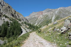 Sentiero per pedoni in alpi, Francia Fotografie Stock Libere da Diritti