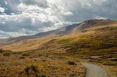 Sentiero per pedoni alto in montagne di Colorado Immagine Stock