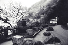 Sentiero per pedoni da una pietra naturale in parco Giappone Fotografia Stock